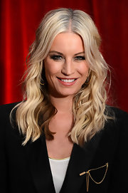 Denise van Outen looked great with her hair mildly curled and worn down at the British Soap Awards.