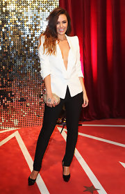 Jennifer Metcalfe made this pointy-shouldered white blazer look so hot by wearing it without anything underneath.