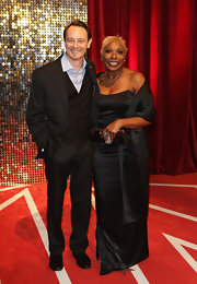 Lorna Laidlaw went for simple elegance at the British Soap Awards with this black strapless gown and matching shawl.