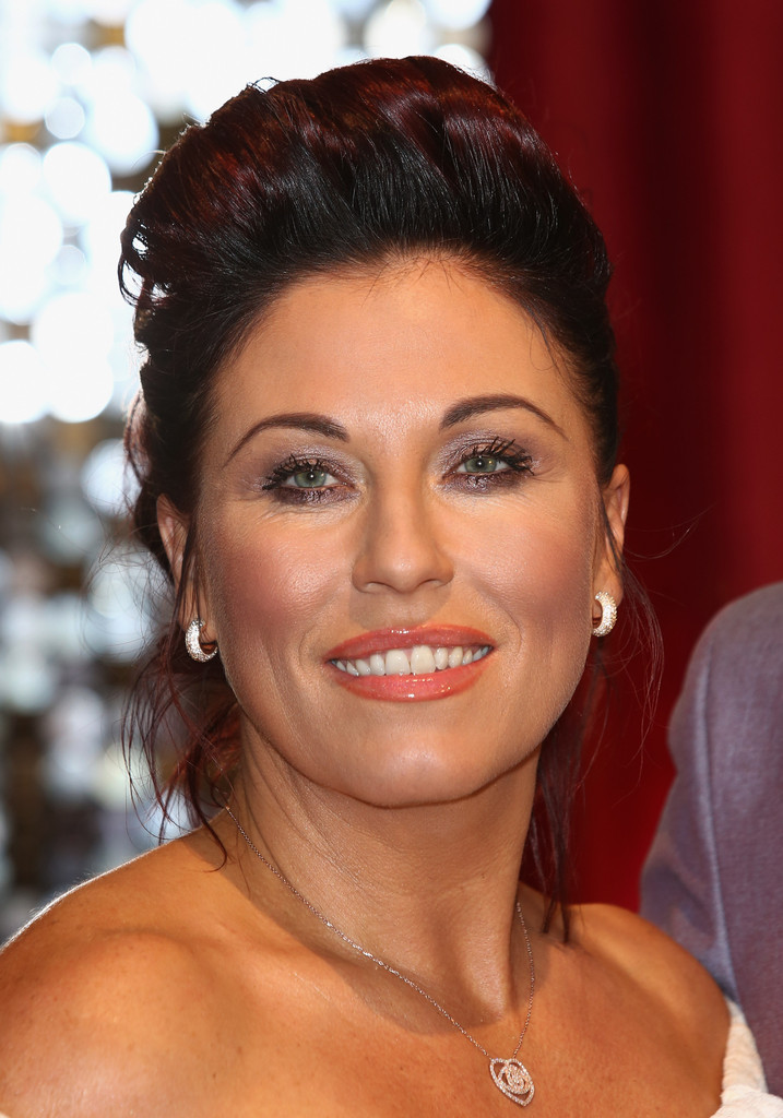 More Pics Of Jessie Wallace Pompadour 2 Of 4 Jessie