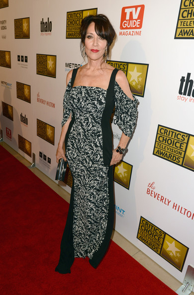 Katey Sagal looked oh-so-elegant at the Critics' Choice Awards in a black-and-white print evening dress with draped sleeves and shoulder cutouts.