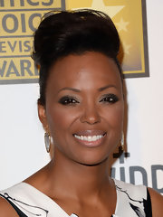 Aisha Tyler's shiny lip gloss kept her beauty look fresh and sultry on the red carpet.