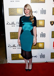 Lily Rabe's deep teal dress had a cool and contemporary feel on the red carpet, while still looked retro chic.