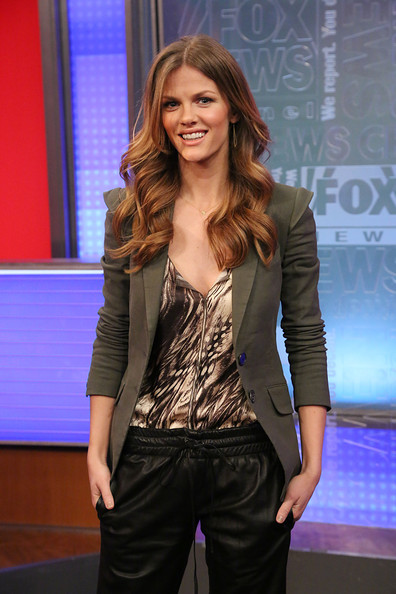 http://www4.pictures.stylebistro.com/gi/Brooklyn+Decker+Visits+Fox+Friends+9pOFERcbKhAl.jpg