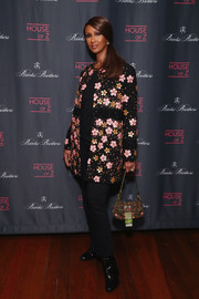 Iman completed her ensemble with a printed purse by Fendi.