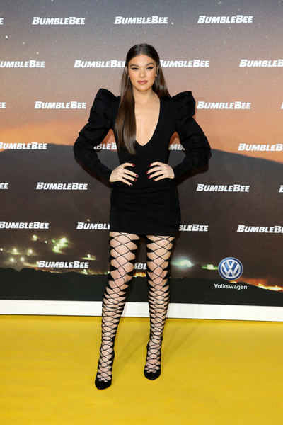 Hailee Steinfeld went for ultra-sexy styling with a pair of thigh-high lace-up boots by Brian Atwood.