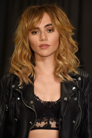 Suki Waterhouse sported tousled curls with parted bangs when she attended the Burberry fashion show.