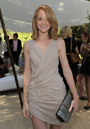 The actress opted for a chic, shoulder-length bob in a soft honey-hue.