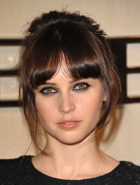 Felicity Jones wore lots of smudged black liner to create some serious drama at the Burberry Body launch.