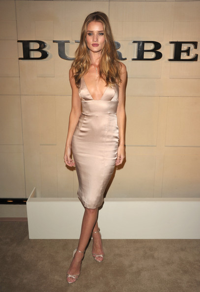 More Pics of Rosie Huntington-Whiteley Pink Lipstick (1 of 25) - Rosie Huntington-Whiteley Lookbook - StyleBistro