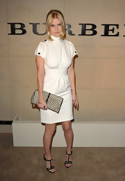 Alice Eve gave her modern white frock a graphic twist with a woven houndstooth clutch.