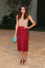 Ashley Madekwe did some stylish color blocking, pairing her red skirt with an aqua-blue leather clutch.