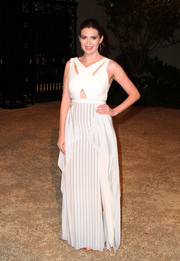 Carly Steel looked foxy in a white gown with a crisscross cutout bodice during the Burberry London in Los Angeles show.
