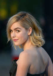 Kiernan Shipka kept it youthful and pretty with this short wavy hairstyle at the Burberry London in Los Angeles show.