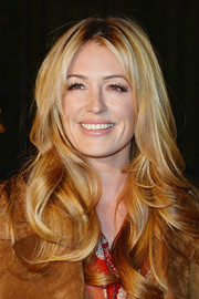 Cat Deeley looked very girly with her face-framing waves at the Burberry London in Los Angeles show.
