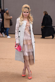 Paloma Faith topped off her super-stylish ensemble with a hot-pink printed clutch by Burberry.
