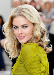 Donna showcased major volume while making her way into the Burberry Spring 2011 fashion show.