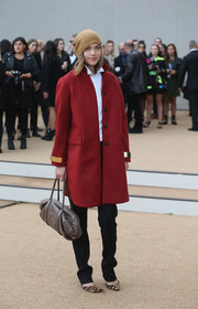 Arizona Muse finished off her flawless ensemble with a stylish taupe leather tote when she attended the Burberry Prorsum fashion show.