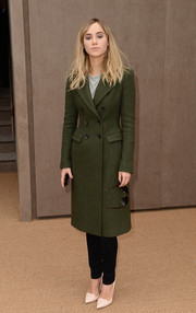 Suki Waterhouse arrived for the Burberry fashion show looking classic in a double-breasted army-green wool coat.