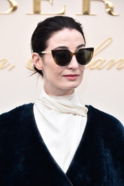 Erin O'Connor arrived for the Burberry fashion show wearing a pair of classic cateye sunnies.