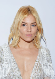 Sienna Miller wore cute boho waves to the New York premiere of 'Burnt.'