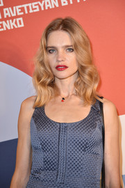 Natalia Vodianova wore her hair down to her shoulders in an elegant wavy style during the Buro 24/7 Fashion Forward Initiative.
