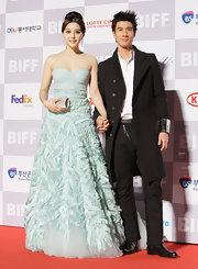 Fan Bingbing was pictaresque on the red carpet at the Busan International Film Festival. She donned a strapless mint green ballgown with a gathered chiffon bodice and hand-cut silk tulle skirt.