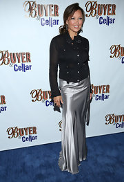 Vanessa Williams chose a metallic silver long skirt for a touch of elegance at the 'Buyer & Cellar' opening night.