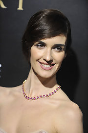 Paz Vega complemented her glam look with matte pink lipstick.