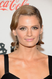 Stana Katic finished off her look with a fun finger-wave hairstyle when she attended the 'CBGB' premiere in New York.