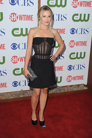 Kristen Bell added sparkle to her seductive red carpet look with a glittery box clutch.