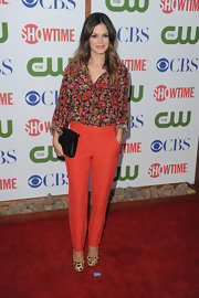 Rachel Bilson mixed prints like a pro at the TCA party, complementing her feminine floral print blouse with a pair of exotic leopard print pumps.