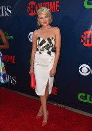 Malin Akerman wore red Stuart Weitzman suede pumps for a pop of color to her monochrome dress.