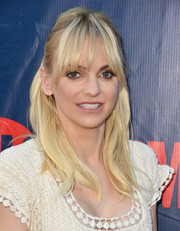 Anna Faris opted for a casual half-up style with wispy bangs when she attended the CBS Summer TCA Party.