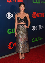Lizzy Caplan paired her crop-top with an opulently detailed ankle-length skirt, also by Valentino.