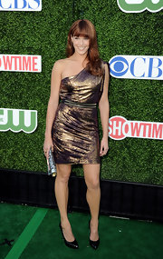 Amanda showed off her metallic one-shoulder dress, which she paired with a studded belt.