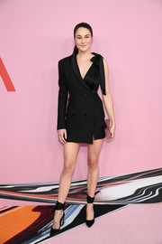 Shailene Woodley complemented her dress with a pair of black ankle-wrap pumps.