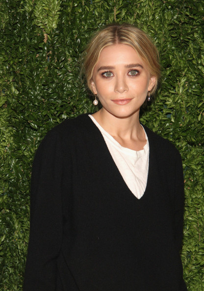More Pics of Mary-Kate Olsen V-neck Sweater (1 of 2) - Mary-Kate Olsen Lookbook - StyleBistro