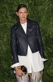 Jenna Lyons' geometric hard-case clutch provided an elegant contrast to her edgy outfit at the Fashion Fund finalists celebration.