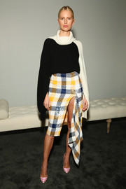 Karolina Kurkova's striped pumps made a fun contrast to her plaid skirt.