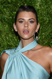 Georgia Fowler looked edgy with her pompadour at the 2019 CFDA/Vogue Fashion Fund Awards.