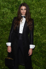 Taylor Hill arrived for the 2019 CFDA/Vogue Fashion Fund Awards carrying an elegant black velvet purse.