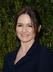 Emily Mortimer pinned back her brunette locks into a classically simple 'do.