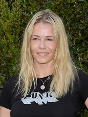 Chelsea Handler kept her look casual and cool with a super natural beachy wave.