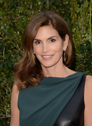 Cindy Crawford's cascading waves were a lovely and romantic touch to the model's beauty look.