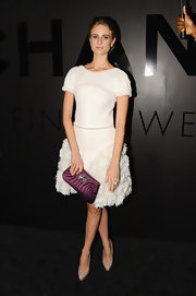 Karl Lagerfeld is all about texture and Julie Henderson showed that off in this lovely white number. A dark fuchsia clutch was a fun choice!