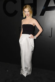 January Jones looked the most dramatic of the bunch, choosing to wear a stark black-and-white design with choppy layers and a dark red lippie.