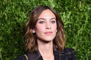 Alexa Chung attended the Chanel dinner in honor of Keira Knightley wearing this tousled wavy hairstyle.