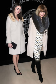 Bee weras a white evening coat with a fur collar for the Chanel dinner in Paris.