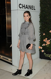 Hailee Steinfeld topped off her playful gray dress with black patent leather oxford complete with silver cap-toe detailing.